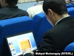 Блогер на интернет-форуме в Астане. Иллюстративное фото.