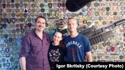 Craig Lang (în dreapta), fost militar american, la Kiev