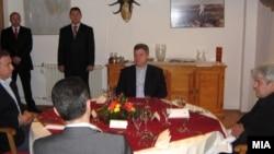 Груевски-Црвенковски и Ахмети попладнево на иста маса