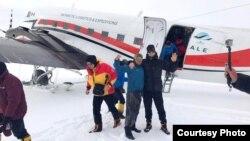 Антарктидадағы туристер. Көрнекі сурет