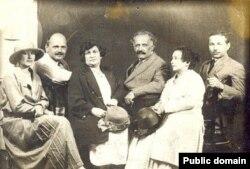 Академик Самойлович, писатель Ахвердов и профессор Чобан-заде с женами