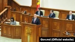Premierul Pavel Filip în Parlament în decembrie 2018