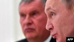 За Владимиром Путиным – тот самый Игорь Сечин, на которого всё сваливают