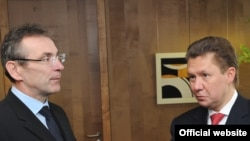 EU Energy Commissioner Andris Piebalgs (left) with Gazprom's Aleksei Miller in Brussels on January 8