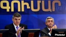 Armenia - President Serzh Sarkisian (R) and Russian-Armenian businessman Ara Abrahamian attend the 2nd convention of the World Armenian Congress (WAC) in Yerevan, 15Oct2012.