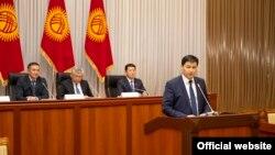 Премьер-министрликке сунушталган Улукбек Марипов депутаттардын суроолоруна жооп берүүдө. 1-февраль, 2021-жыл.