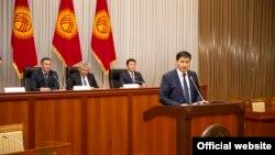 Глава Счетной палаты Улукбек Марипов на рассмотрении его кандидатуры на должность премьер-министра в коалиции парламентского большинства. 1 февраля 2021 года.