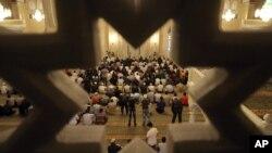 Нохчийчоь -- Мархийн баттахь Соьлж-гIаларчу коьртачу маьждигехь ламазаш деш бу бусулба нах, 31Марс2011