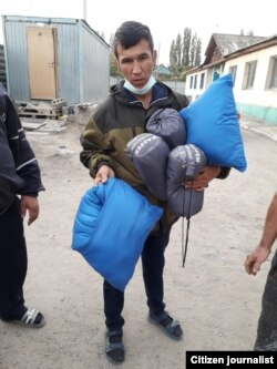 Ўзбек мигрантларига кўрпа-тўшак берилди.