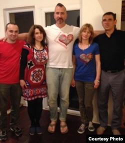 Василь Сліпак із друзями у Парижі