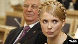 Кандидат на посаду Президента Юлія Тимошенко і перший Президент незалежної України Леонід Кравчук під час засідання ВАСУ. Київ, 19 лютого 2010 року