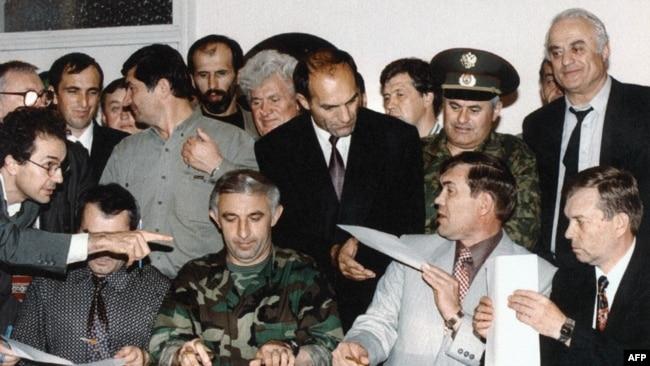Подписание Хасавюртовских соглашений между Чечней и Россией