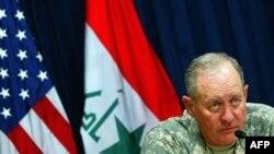 ژنرال جيمز سيمونز، معاون فرمانده نيروهای چند مليتی در عراق روز پنج شنبه با اشاره به کاهش انفجارهای مرگبار در عراق، همکاری ايران و تلاش اين کشور برای ايجاد ثبات در عراق را تحسين کرد.