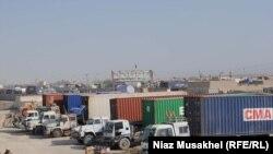 ნატოს ტვირთის გადამზიდი მანქანები ავღანეთ-პაკისტანის საზღვარზე