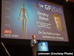 Дмитрий Ицков выступает в Нью-Йорке на конгрессе Global Future 2045