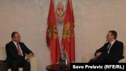 Enver Hoxhaj (majtas) dhe Igor Llukshiq gjatë një takimi të mëparshëm në Mal të Zi