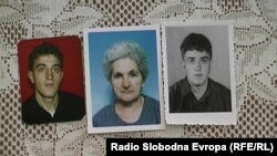 Илинка Петреска покажува слики од својот син, загинатиот кај Карпалак Марко Деспотоски.