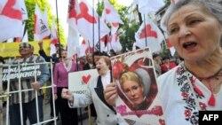 Пікет прихильників Юлії Тимошенко під будівлею суду, Київ, 14 травня 2012 року
