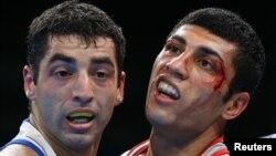 Российский боксер Миша Алоян (слева) после финального боя на Играх в Рио-де-Жанейро