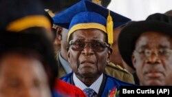 Мугабе денеска присуствуваше на церемонија за доделување дипломи, но таму не се појави неговата сопруга