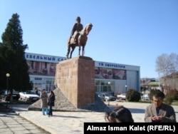 Памятник Курманжан-датки в Оше