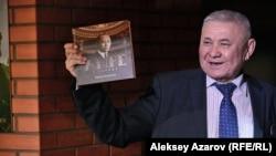 Музыковед Жаркын Шакаримов представляет свою книгу «Амре в Париже», изданную на русском языке. Алматы, 21 января 2017 года.