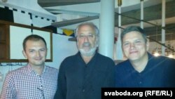 Дзьмітры Гурневіч (зьлева), Марцін Слуцкі (у цэнтры) і Павал Мажэйка (справа)