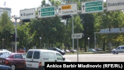 Putokazi na izlazu iz Zagreba prema istoku, kolovoz 2012.