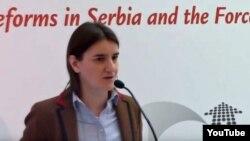 Ана Брнабич, Сербия үкіметінде мемлекеттік әкімшілік министрлігін басқаруы тиіс ЛГБТ өкілі.