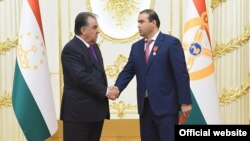 Predsednik Tadžikistana Emomali Rahmon (levo) i njegov zet Šamsulo Sohibov (desno)