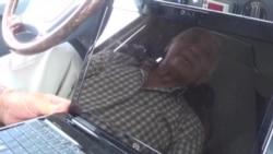 Gəncədə 74 yaşlı sürücü internetdən sərnişinləri məlumatlandırır