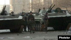 Armenia -- Soldiers patrol streets of Yerevan on March 2, 2008.