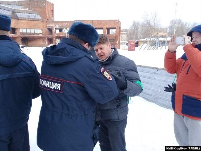 Григорий Винтер постоянно в конфликте с полицией и властями