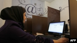 Tehranda internet kafedə