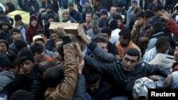 Греция -Македония чек арасындагы мигранттар. 6-март, 2016-жыл.