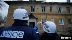 Сотрудники миссии ОБСЕ в Донецке. Иллюстративное фото.