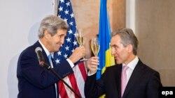 Secretarul de stat american John Kerry cu premierul Iurie Leancă la Cricova