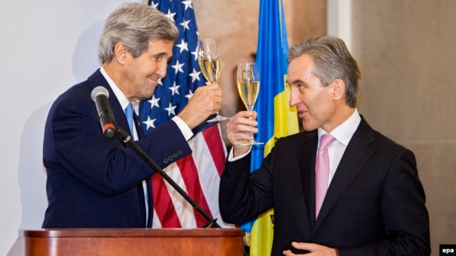 U.S. Secretary of State John Kerry (left) toasts a glass of wine with Moldovan Prime Minister Iurie Leanca at the Cricova winery, near Chisinau, during his December 4 visit.