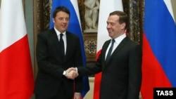 Kryeministri rus, Dmitry Medvedev takohet me kryeministrin italian, Matteo Renzi, Moskë