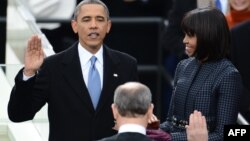 АҚШ Президенти Барак Обамани АҚШ Олий суди раиси Жон Робертс қасамёдга келтирди.