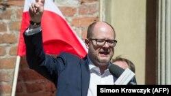 Мэр Павел Адамович Гданск шаарындагы демонстрацияда. 21-апрель, 2018-жыл.