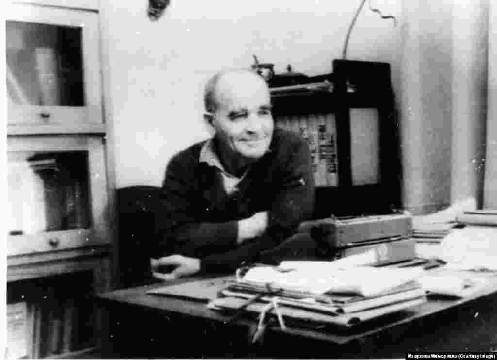 Алексей Евграфович Костерин (1896-1968). Язучы, журналист. Сталин лагерьлары тоткыны (1938-1943). 1957 елдан башлап ул репрессияләнгән халыкларны, шул исәптән кырымтатарларны яклый.