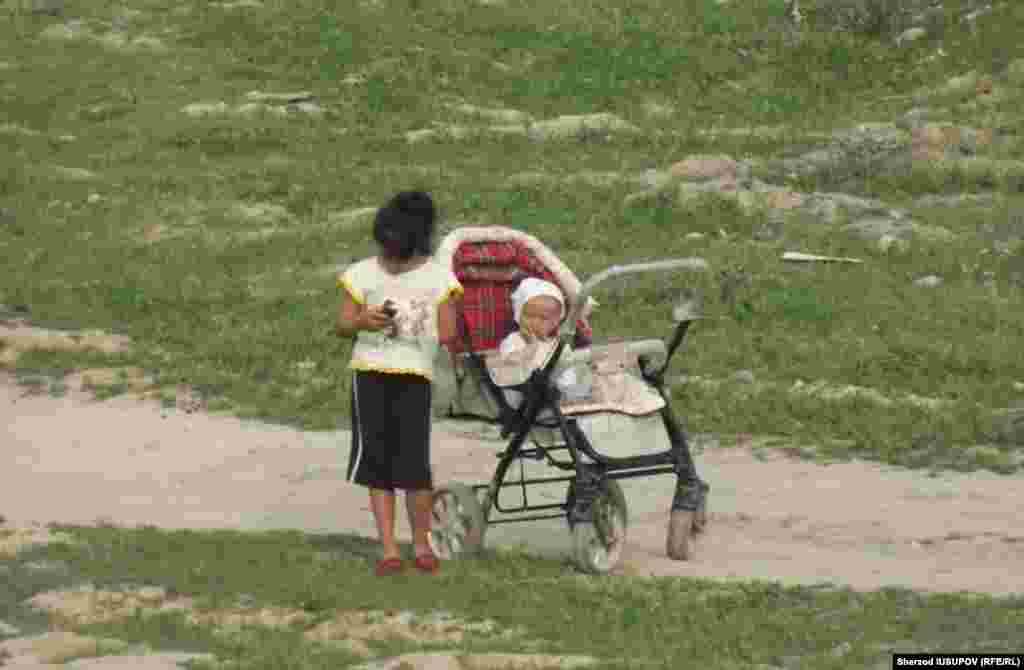 Kyrgyzstan - Osh region Onadir child