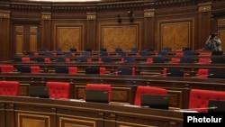 Пустой зал заседаний Национального Собрания Армении
