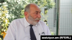 «Ակոս» թերթի խմբագիր Բագրառ Էստուկյանը զրուցում է «Ազատության» հետ:
