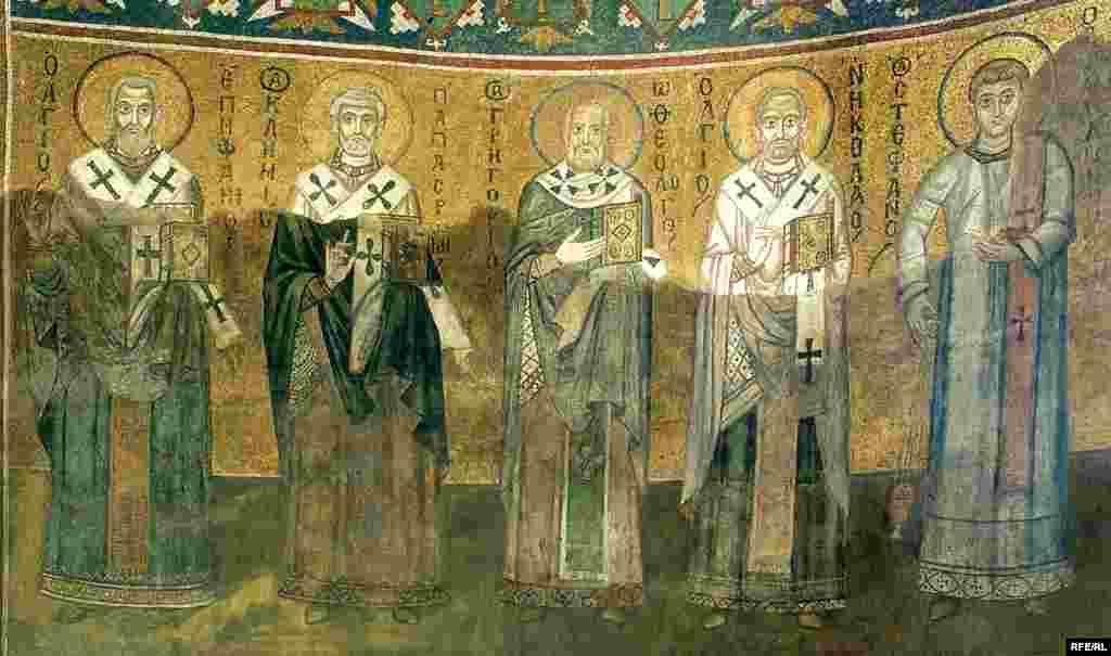 Святительський Чин: мозаїка XI ст. (розташований на східній стіні храму за іконостасом)
