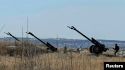 Ukrainanyň ýaragly güýçleriniň artilleriýasy, Debaltsewe şäheriniň golaýynda, 17-nji fewral, 2015.