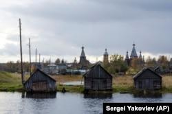 Село Нёнокса. Октябрь 2018 года.