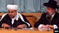 Arxiv fotosu: Qafqaz Müsəlmanları İdarəsinin rəhbəri Allahşükür Paşazadə (solda) İsrailin Baş ravini Yona Metzger