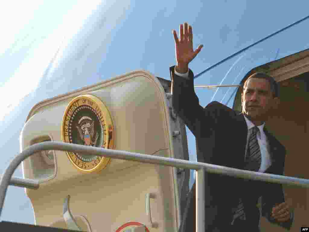 SAD -Predsjednik Barack Obama na madjunarodnom aerodromu Dulles ,Virginia